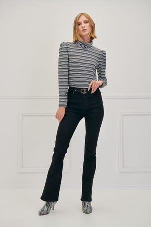 Jeans Acampanados Con Cinturón Hebilla Logo